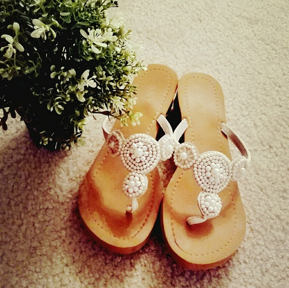 53cb9f9b01a63 ESNY size 8 women s white beaded sandals